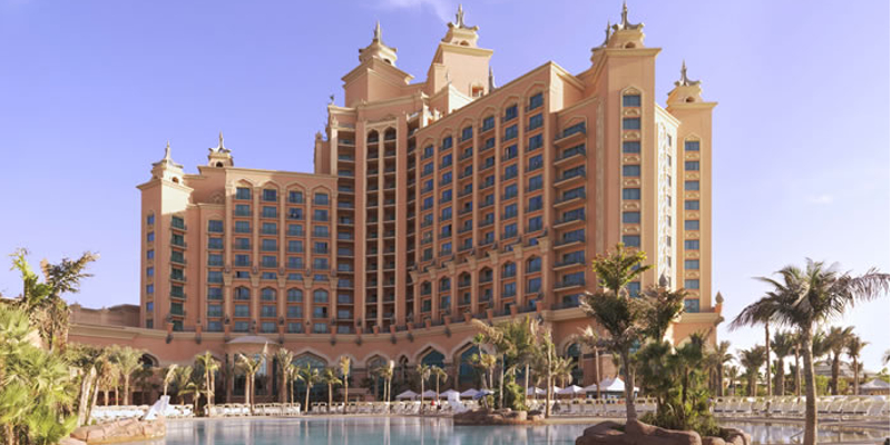 Travel blog: Catch a Glimpse of Life Under the Sea at Atlantis the Palm