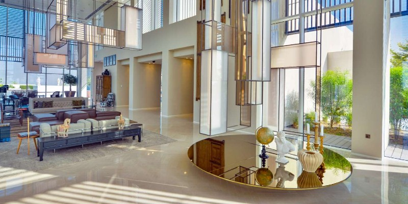 The airy and spacious lobby area at The Oberoi Resort Al Zorah
