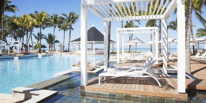 Poolside cabanas at Heritage Le Telfair Golf & Spa Resort
