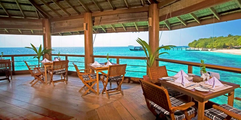 Panoramic views of the Indian Ocean from the restaurant at Reethi Beach Resort