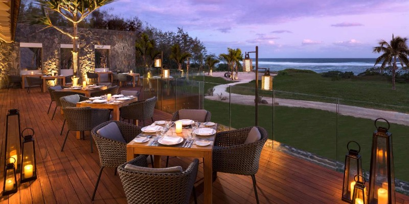 Al fresco dining at Enjoy your evening meal with an unbeatable view