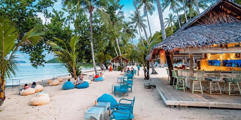 Sundowners Bar at Paradise Koh Yao Resort
