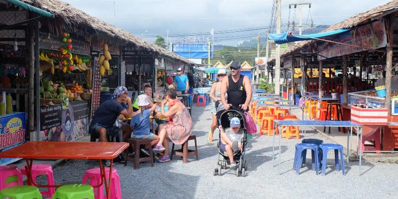 Take a stroll through Bang Niang market