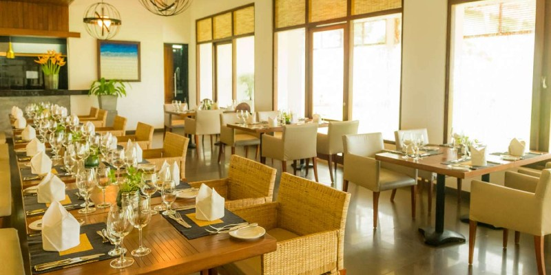 A casual, airy restaurant dining area
