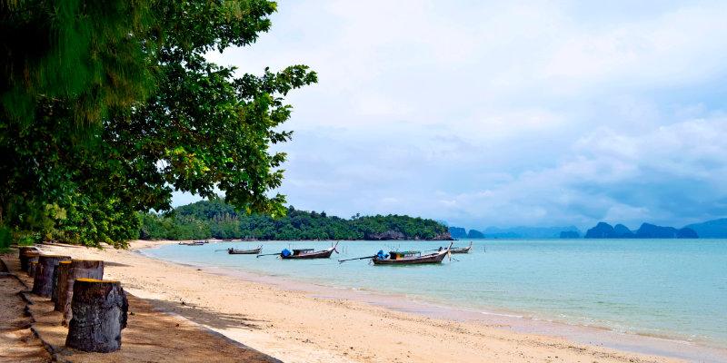 Pasai Beach at low tide