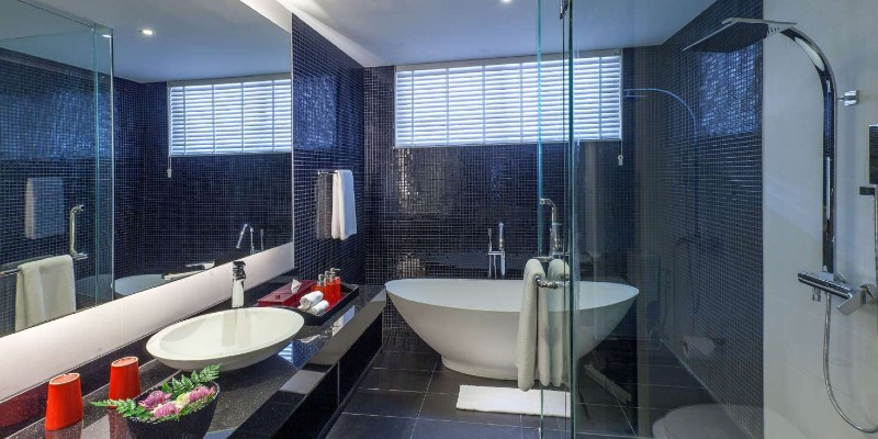 Standalone bath in the contemporary bathroom